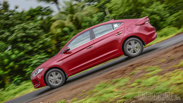 Hyundai Elantra Skoda Octavia Chevrolet Cruze (5)