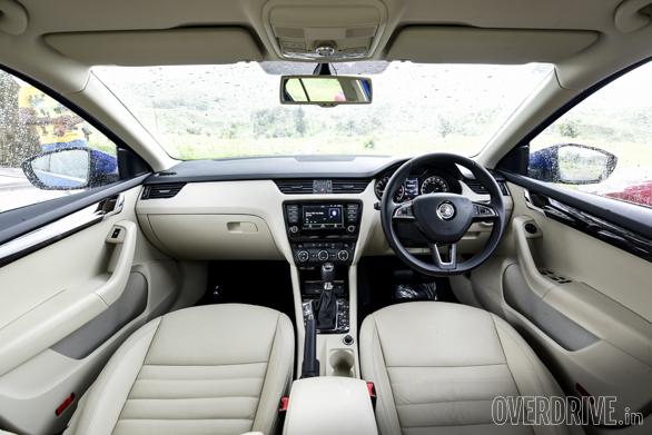 Hyundai Elantra Skoda Octavia Chevrolet Cruze (9)