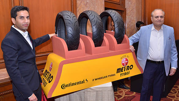 Mr Sumrit Chhabra, Executive Director, Metro Tyres and Mr Rummy Chhabra, MD, Metro Tyres unveiling the Metro Radial Motorcyle Tyre