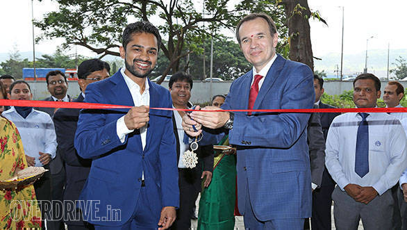 Volkswagen inaugurates new showroom in Mumbai (1)