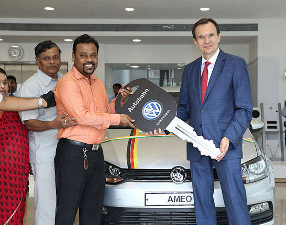 Volkswagen inaugurates new showroom in Mumbai (2)