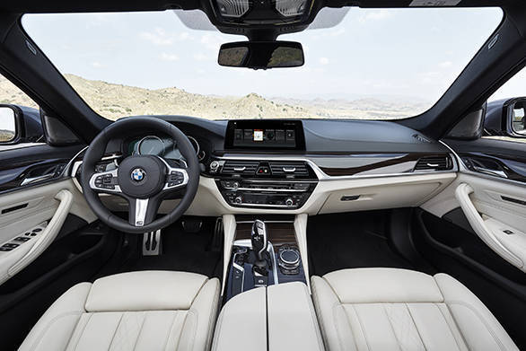 2017 BMW 5 Series (1)