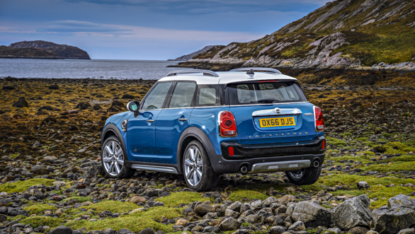 preview 2017 mini countryman to be showcased at la auto show overdrive. Black Bedroom Furniture Sets. Home Design Ideas