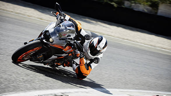 KTM RC 390_Action 02
