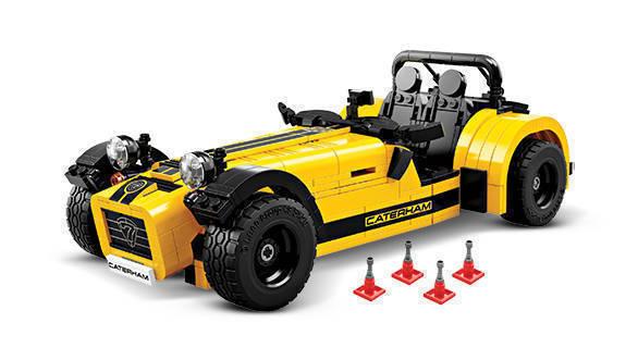 Lego-21307-Caterham-Seven-620R-inside