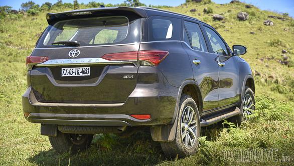 2016 Toyota Fortuner (102)