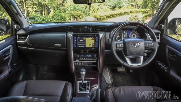 2016 Toyota Fortuner (105)