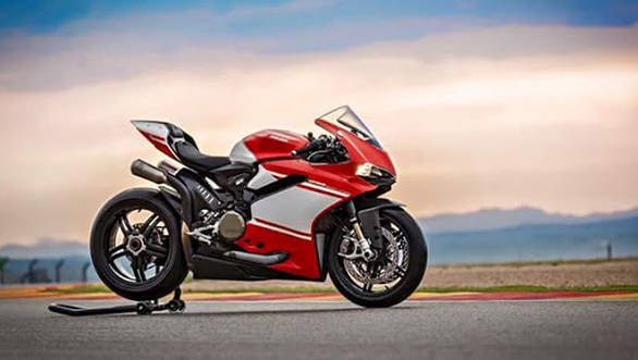 Leaked: Images of the 2017 Ducati Superleggera