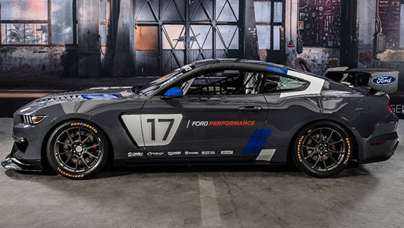Ford Mustang GT4 (1)