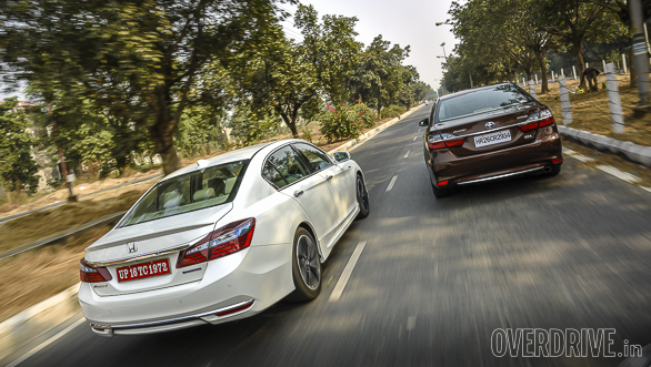 Honda Accord Hybrid vs Toyota Camry Hybrid (3)