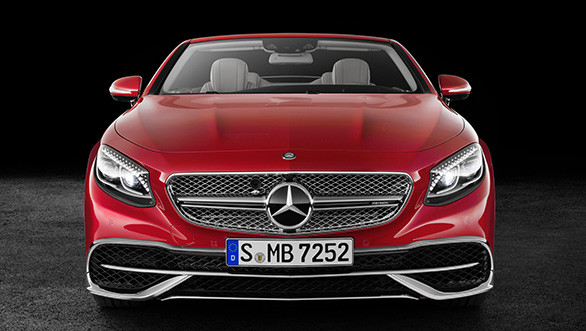 Mercedes-Maybach S 650 Cabriolet Studioaufnahme, Frontansicht; Kraftstoffverbrauch kombiniert: 12,0 l/100 km; CO2-Emissionen kombiniert: 272 g/km // Mercedes-Maybach S 650 Cabriolet studio shot, front view; Fuel consumption combined: 12,0 l/100 km; Combined CO2 emissions: 272 g/km