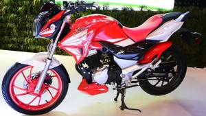 2016 Auto Expo Hero Xtreme 200S and others at Hero pavillion - Video