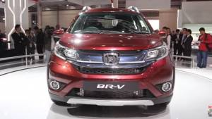 2016 Auto Expo Honda BR-V unveiled for India - Video