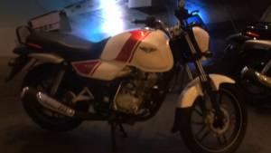 Bajaj V15 quick walkaround by OVERDRIVE - Video