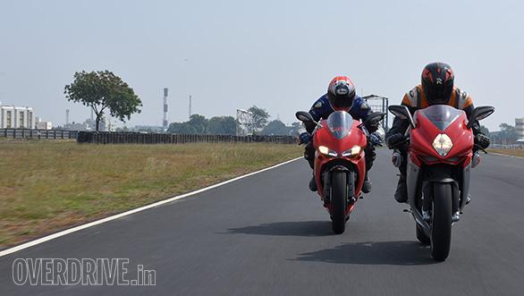Ducati 959 Panigale vs MV Agusta F3 Track test (6)
