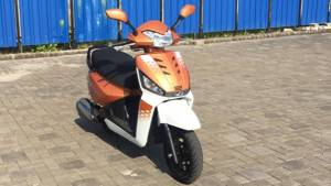 First Look Mahindra Gusto 125 - Video