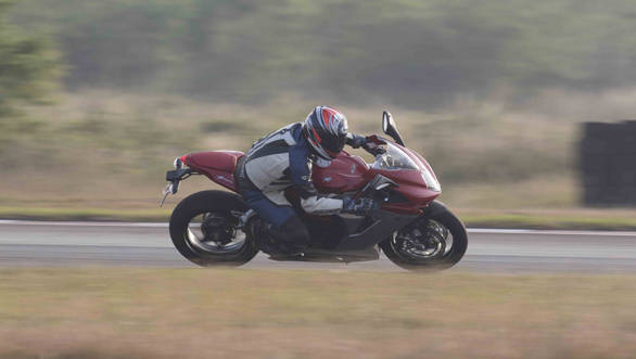 MV Agusta F3 Action (1)