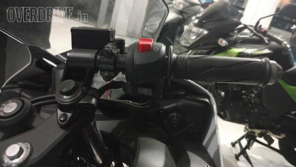 Yamaha R15 (2)