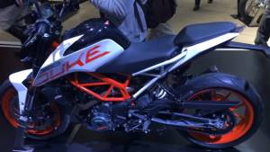 2017 KTM 390 Duke first look from EICMA 2016 - Video