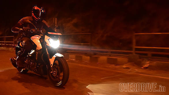 Bajaj Dominar 400 (action) (7)