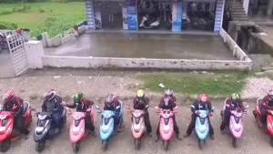 Eleven TVS Scooty Zest 110s conquer Khardung La - Video