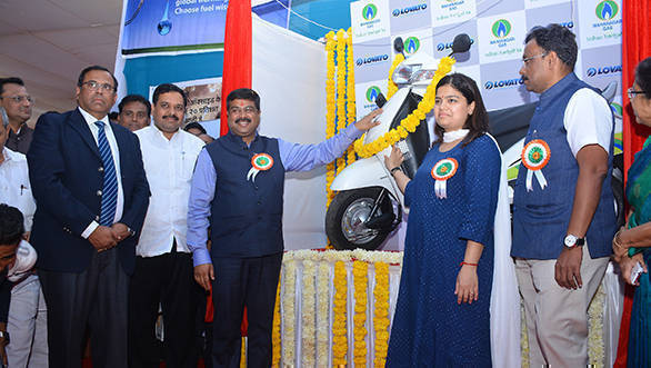 Mahanagar Gas launches CNG kits for two-wheelers