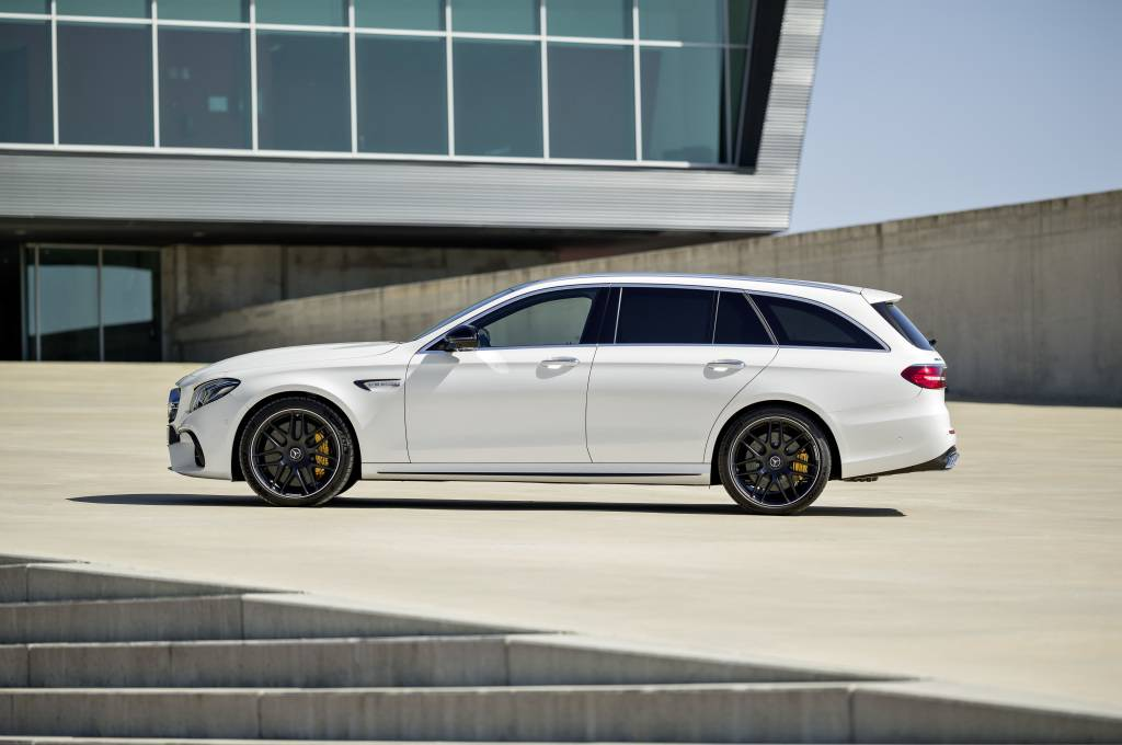 Mercedes-AMG E 63 S 4MATIC+ T-Modell, diamantweiß ;Kraftstoffverbrauch kombiniert: 9,1  l/100 km, CO2-Emissionen kombiniert: 206 g/km Mercedes-AMG E 63 S 4MATIC+ Estate, diamond white; Fuel consumption combined:  9.1  l/100 km; combined CO2 emissions: 206 g/km