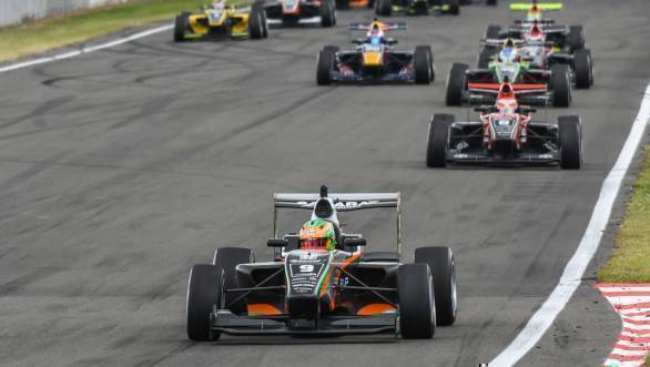 Jehan Daruvala leads the pack at the Manfeild track in New Zealand