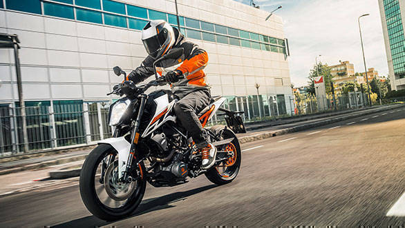 KTM-250-DUKE-MY17_Action-01