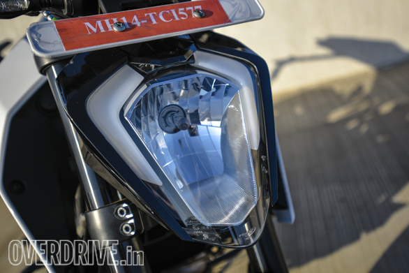KTM Duke 250 2017 Headlight detail