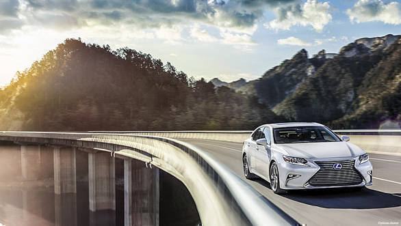 Image gallery: India-spec Lexus ES 300h