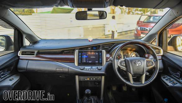 Tata Hexa Vs Toyota Innova Comparo 2017 (16)
