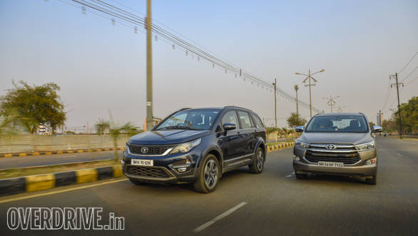 Tata Hexa Vs Toyota Innova Comparo 2017 (5)