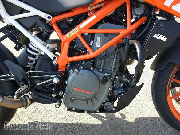2017 KTM Duke 390 (15)