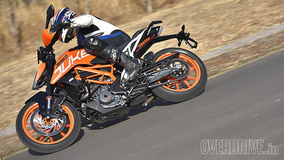 The 2017 KTM 390 Duke is as confident a cornering machine as the old one. But the extra control from the suspension means you can commit more and it feels smoother too