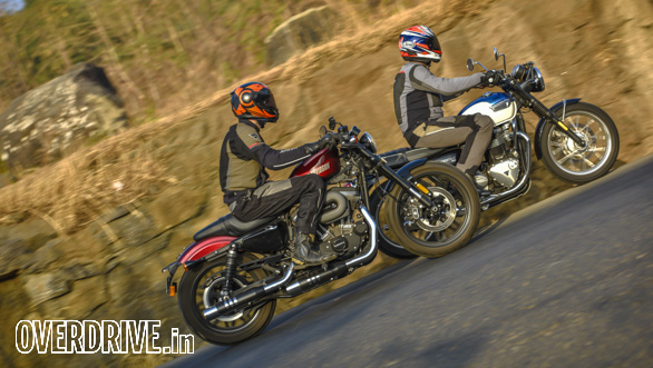 Harley Davidson Roadster vs Triumph Bonneville T100 (18)