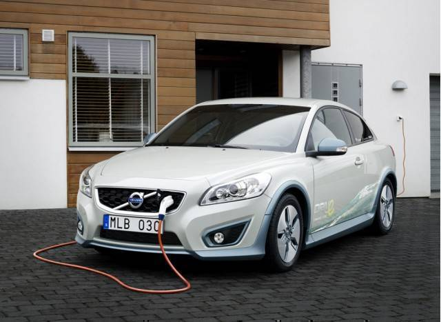 volvo-c30-battery-electric-vehicle-shown-at-2010-detroit-auto-show_100303180_m