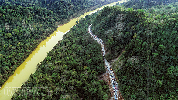 A landslide in the Narpuh Reserve Forest results in a jam that stretched for kilometers. Note the green colour of the river flowing alongside. - width=