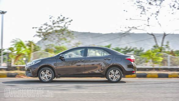 Toyota Corolla vs Hyundai Elantra 2 (7)