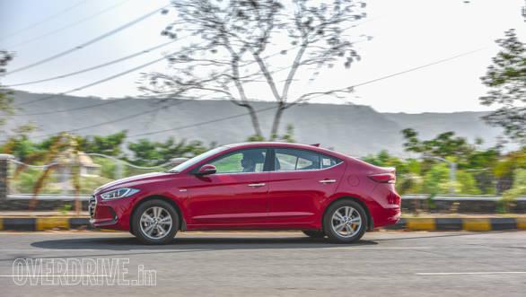 Toyota Corolla vs Hyundai Elantra 2 (8)