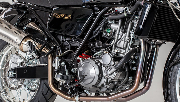 The 2017 Jawa 660 Vintage retains the 660cc single-cylinder four-stroke motor that was launched with the Sportard in 2011