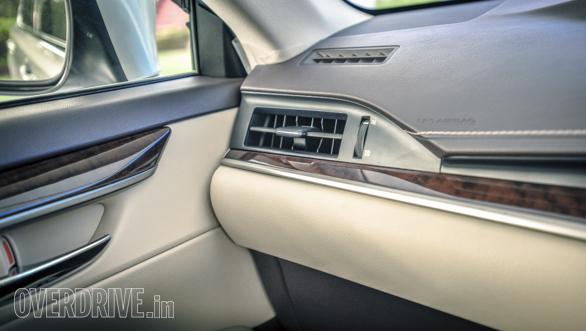 2017 Lexus ES 300h-21
