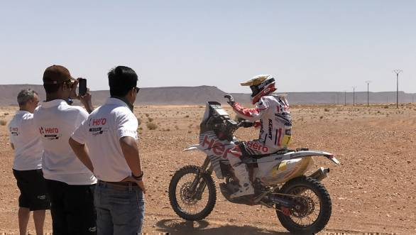 JRod waves to the Hero team as he passes by on Stage 2 of the 2017 Merzouga Rally
