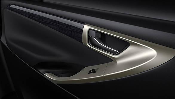 2017 Toyota Innova Crysta Touring Sport door handles