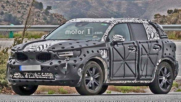 all new volvo xc40 spotted testing interior details revealed overdrive. Black Bedroom Furniture Sets. Home Design Ideas