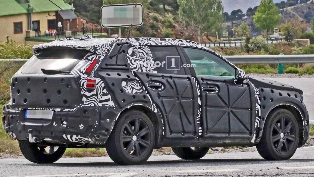 2018 Volvo XC40 spied (3)