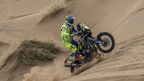 Juan Pedrero Garcia battles the dunes in Leg 1