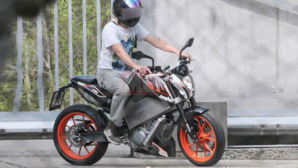 Analysis: KTM electric 390 Duke prototype spotted testing!