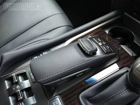 Mouse pad sort of control is used for jogging between menus on the infotainment system