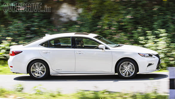 2017 Lexus ES 300h First Drive Review